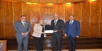 رئيس الجامعة يكرم الكليات الحاصلة على شهادة تقدير من وزارة التخطيط